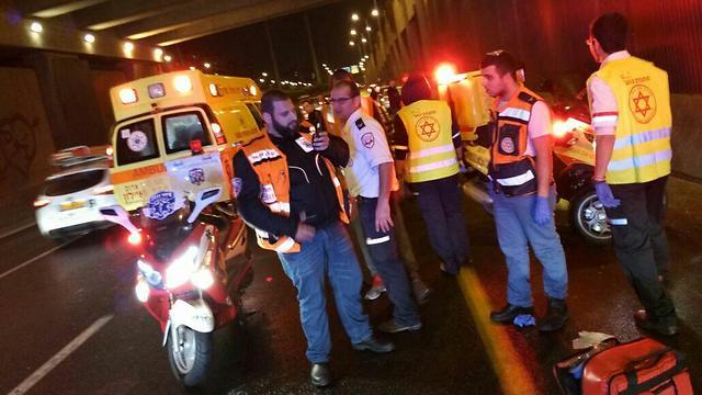 זירת תאונת אופנוע בנתיבי איילון. ארבעה רוכבים נהרגו מתחילת החודש (צילום: דוברות איחוד הצלה) (צילום: דוברות איחוד הצלה)