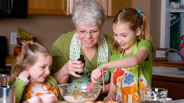 הכי כיף עם סבתא. אז למה לא לגור איתה? (צילום: shutterstock) (צילום: shutterstock)