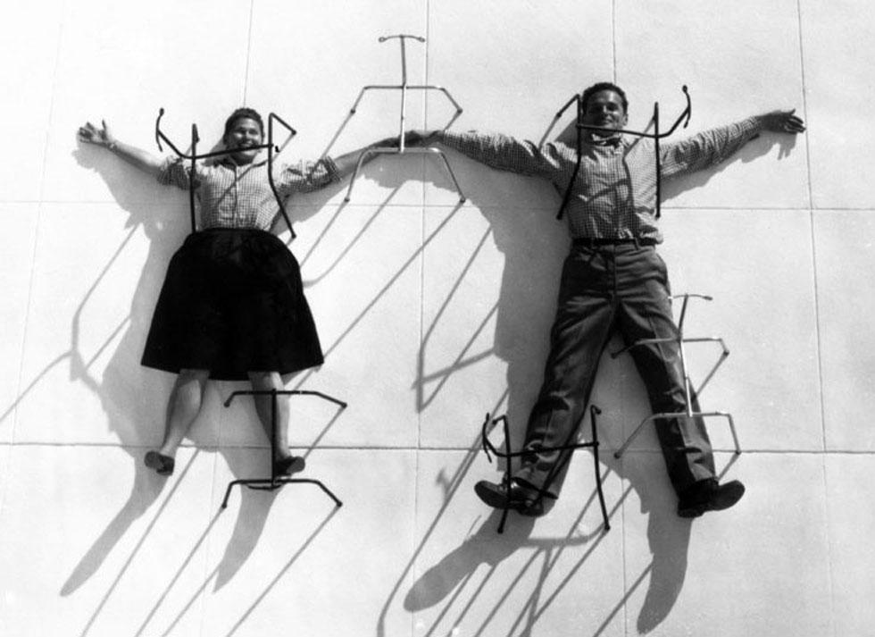 צ'רלס וריי אימס, הזוג המפורסם של עולם העיצוב והאדריכלות, היו גם יוצרי וידאו מחוננים. לחצו על התצלום כדי לדעת עליהם עוד (צילום: @vitra)