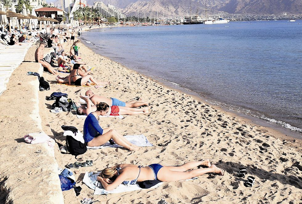 תיירים בחופי הרחצה. מרוצים מהים ממזג האויר  (צילום: יוסי דוס סנטוס)