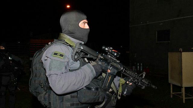 הפשיטה בטובא זנגרייה בחודש שעבר (צילום: דוברות המשטרה)