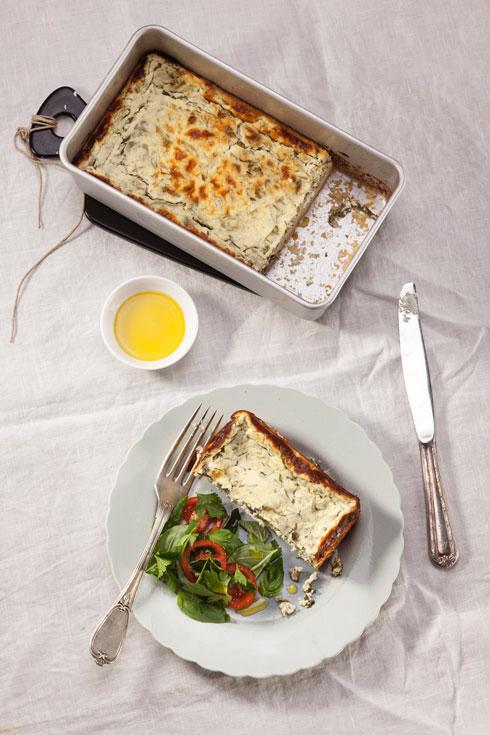 פשטידת גבינה לבנה ועשבי תיבול (צילום: רן גולני, סגנון: נעמה רן)