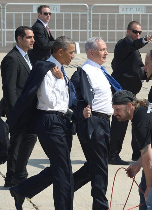 הסרת הז'קטים הרשמיים הפכה לשיחת היום. בנימין נתניהו וברק אובמה בישראל (צילום: Gettyimages)