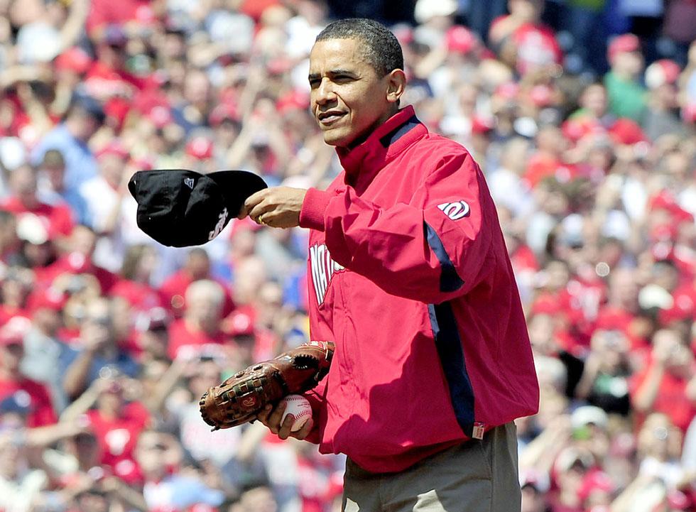 קשר לסמל אמריקאי קלאסי ולענפי ספורט חשובים באמריקה. אובמה וכובע מצחייה (צילום: rex/asap creative)