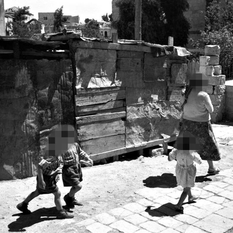 """מוסררה, מאי 1960 . תושבת  שכונה: """"אפשר להיות עני עדיין לחיות בצורה נעימה ומכובדת"""""""