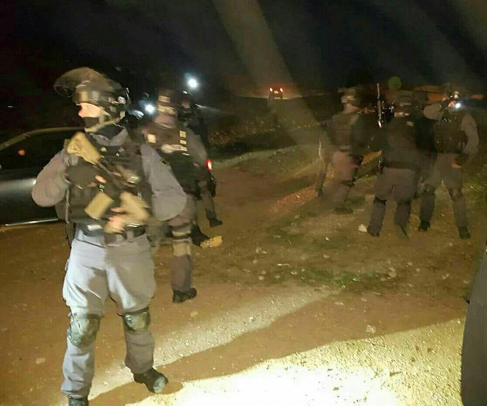 כוחות המשטרה לפנות בוקר ()