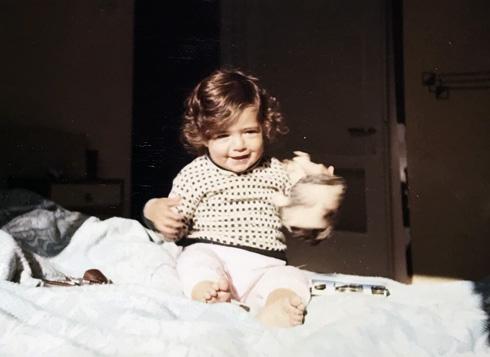 """ויקי דור, תמונת ילדות. """"בכי של חיים שלמים"""""""