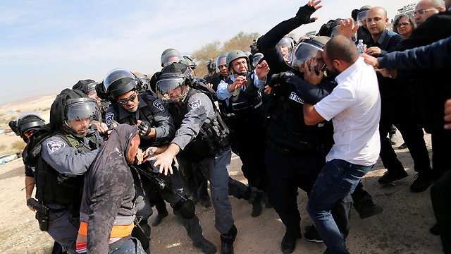 Violent clashes in Umm al-Hiran (Photo: Reuters)