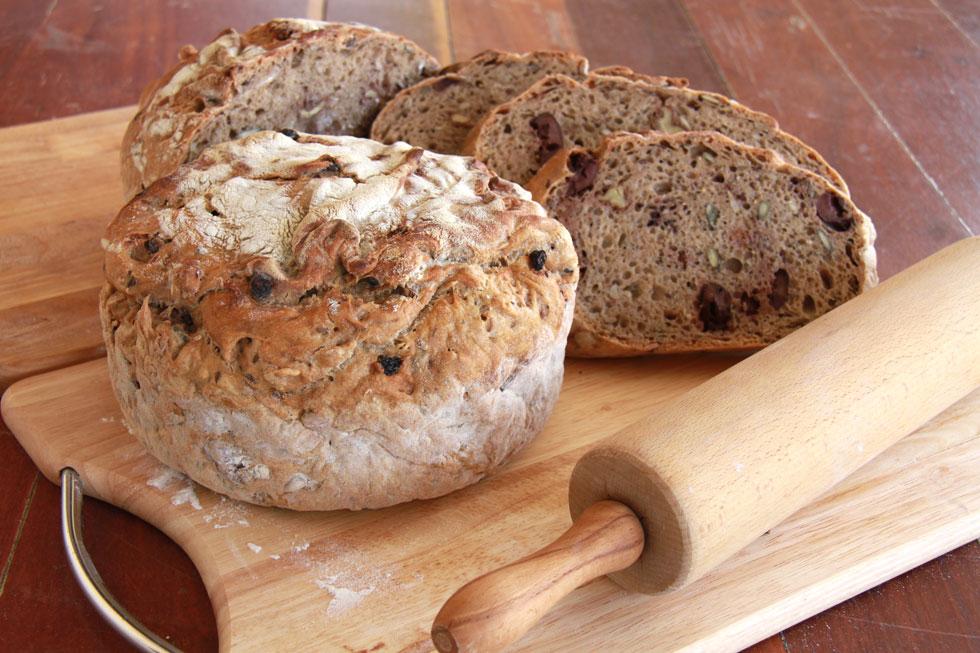 רוצים שהלחם יישאר אוורירי? אל תשתמשו ב-100% קמח מלא (צילום, סגנון והכנה: אסנת לסטר)