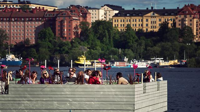 בר על המזח - שטוקהולם באביב ובקיץ ()