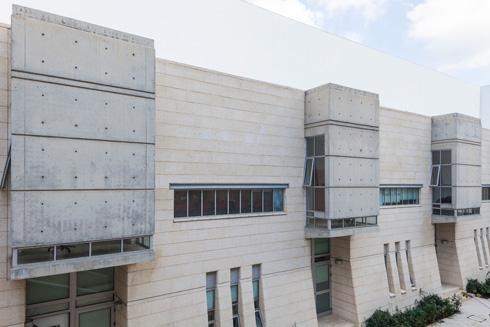קמפוס הבינתחומי בהרצליה. אדריכלות של מבצרים (צילום: אביעד בר נס)