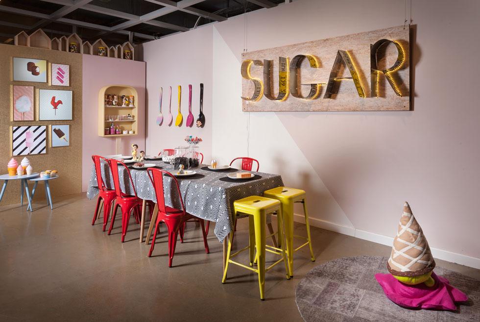 אורנה מזור  ואיה קרלינסקי בחרו להעניק ל''אורבן'' חלון מתוק וצבעוני כסוכרייה  (צילום: אלעד גונן)