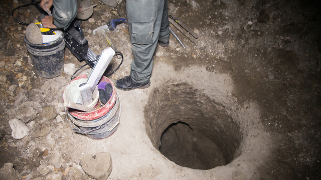 Tunnel dug by antiquities robbers in the Lower Galilee (Photo: Shmuel Magal)
