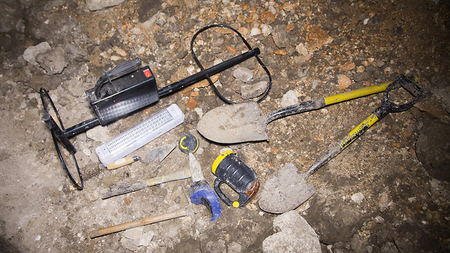 Tools used by the antiquities robbers in the north (Photo: Shmuel Magal)