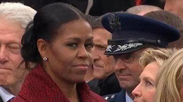 """אובמה מאוכזבת בהשבעה של טראמפ. """"הייתי בהלם"""" ()"""