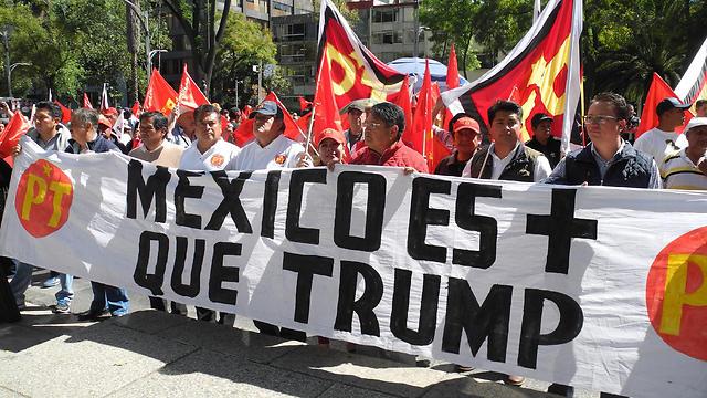 הפגנה במקסיקו (צילום: MCT) (צילום: MCT)