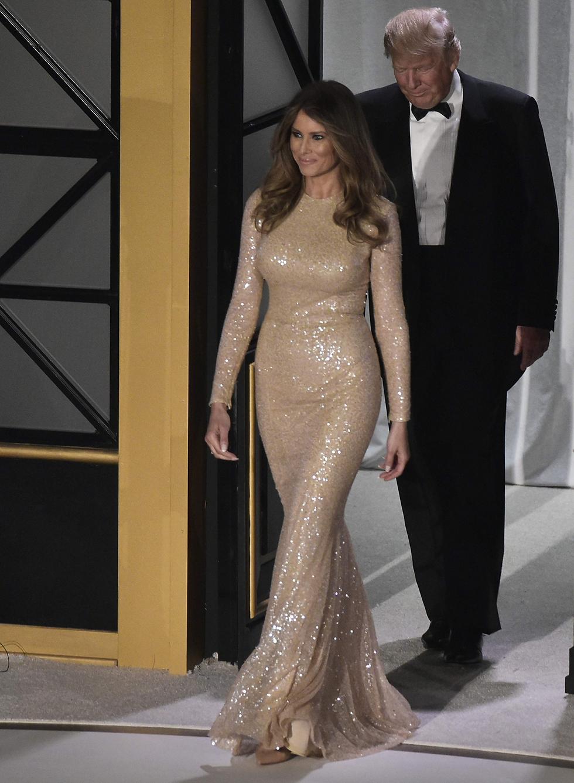 Мелания Трамп в вечернем платье. Фото: AFP