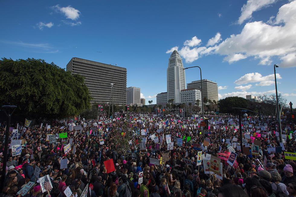 """אנשי """"הסדר החדש"""" - דמוקרטים המקדשים את ערכי הליברליזם והפלורליזם - יצאו לרחובות אמריקה במחאת ענק כנגד אנשי """"הסדר הישן"""" (צילום: AFP) (צילום: AFP)"""