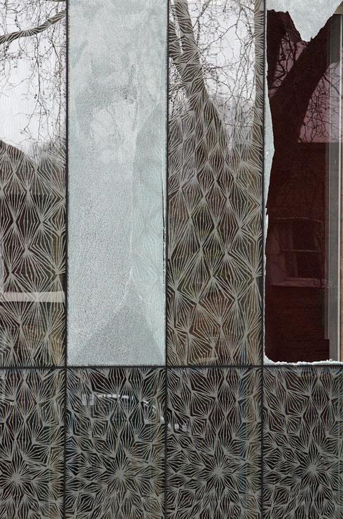 מרכז סטיבן לורנס בלונדון. הדפסים צפופים על החלונות (צילום: Gettyimages)