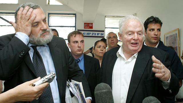 С Томи Лапидом, 2004 год. Фото: Амир Шааби