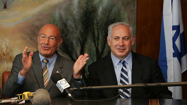 Netanyahu with billionaire Arnon Milchan (Photo: Getty Images)