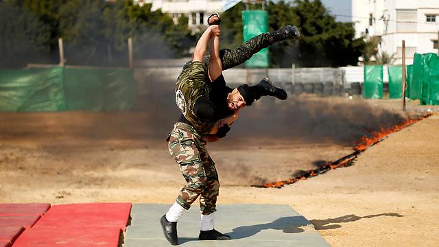 """""""Hiyaa!"""" (Photo: Reuters) (Photo: Reuters)"""