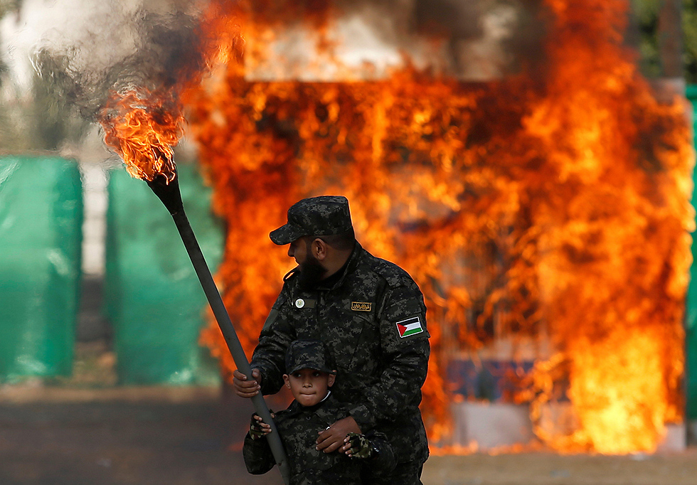 Hamas ceremony (Photo: Reuters)
