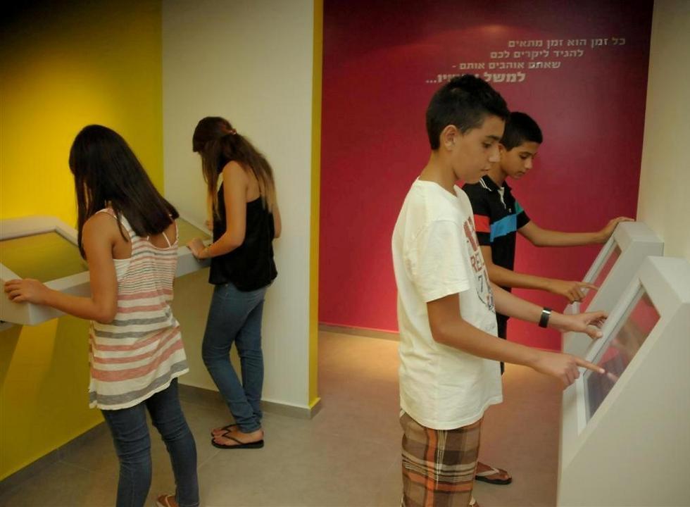 להכיר עולם אחר: דיאלוג עם הזמן, מוזיאון הילדים בחולון (צילום: טל קירשנבאום)
