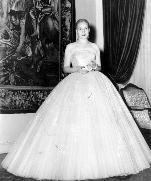 השאירה בלכתה מורשת מפוארת אך שנויה במחלוקת. אווה פרון, 1951 (צילום: Gettyimages)