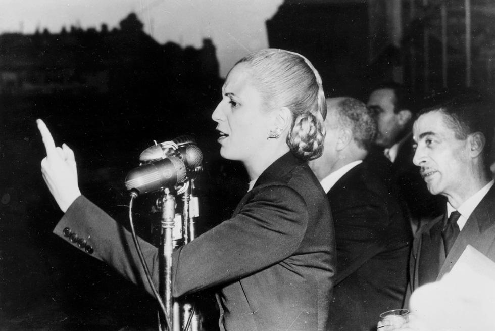 נואמת בחסד שהבינה את רחשי העם והפנתה גב לאליטה. אווה פרון, 1951 (צילום: Gettyimages)