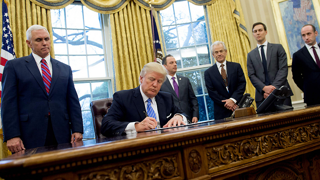 Trump signs executive order to withhold funds from global health assistance groups (Photo: AFP)