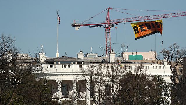 המחאה ליד הבית הלבן, הערב (צילום: EPA) (צילום: EPA)