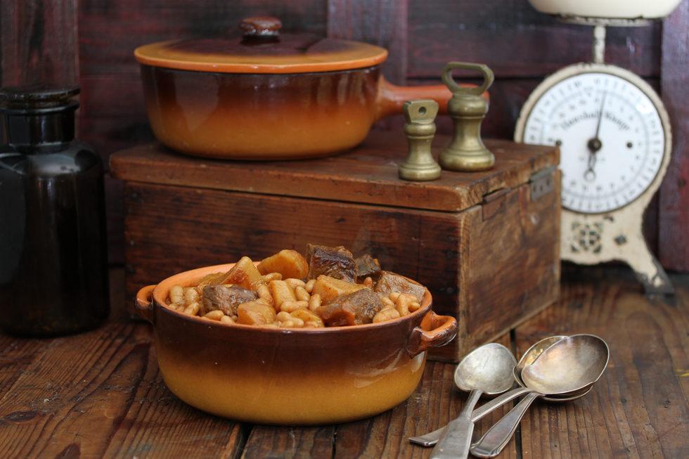 מרק שעועית לבנה עם בשר בקר ותפוחי אדמה (צילום, סגנון והכנה: אסנת לסטר)