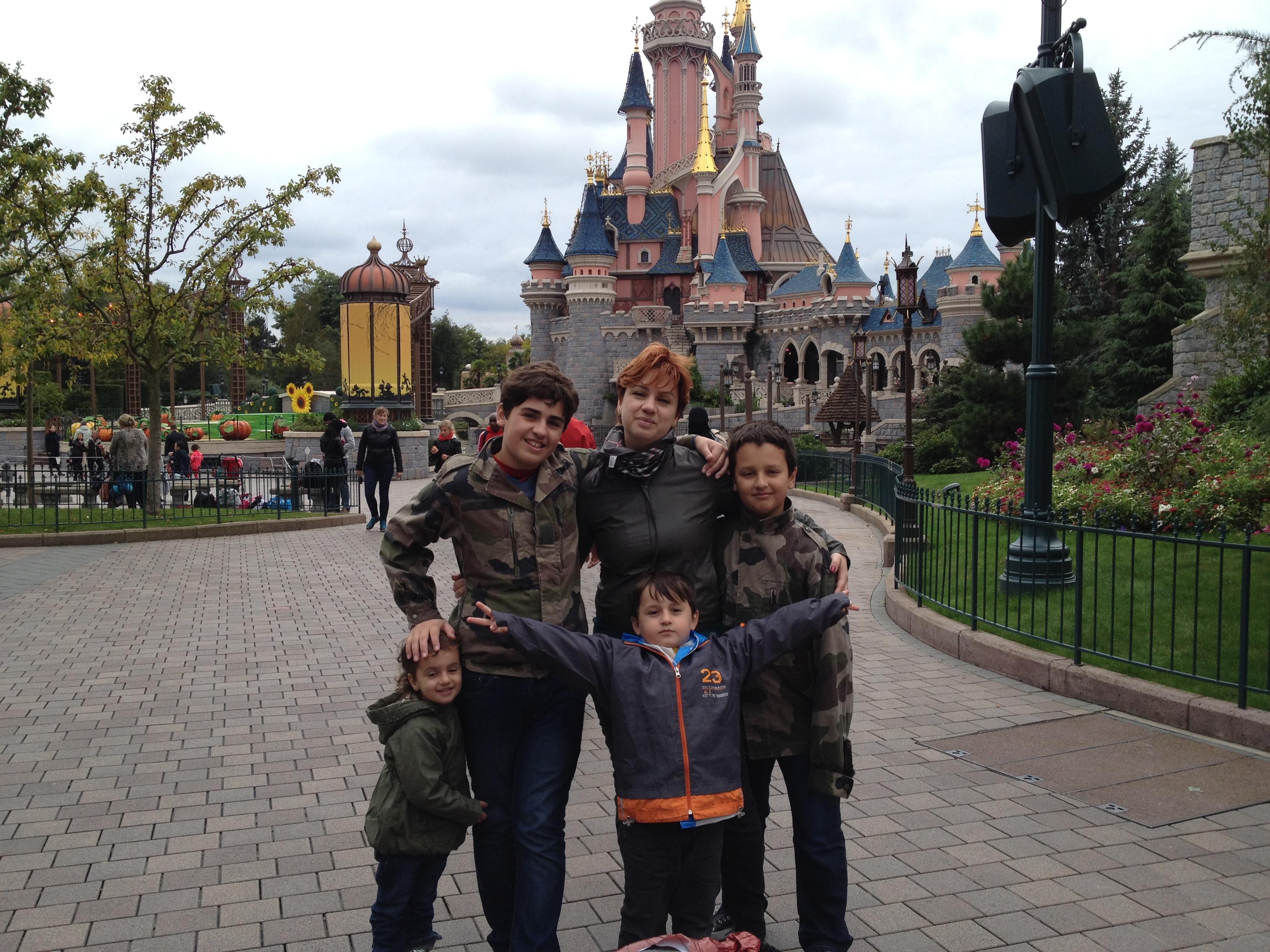 Лидия Дрор с детьми