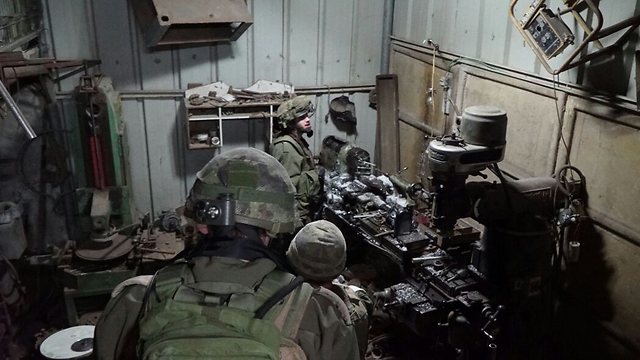 IDF forces discover weapons-producing machinery (Photo: IDF Spokesperson's Unit)