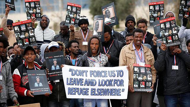 Asylum seekers protesting against expulsion in Jerusalem (Photo: EPA)