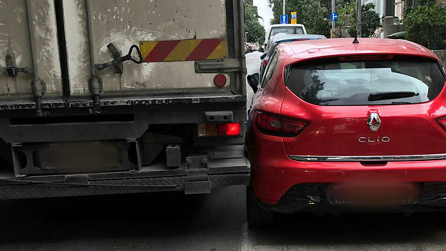 פגע במכוניות רבות (צילום: עידו אביב)