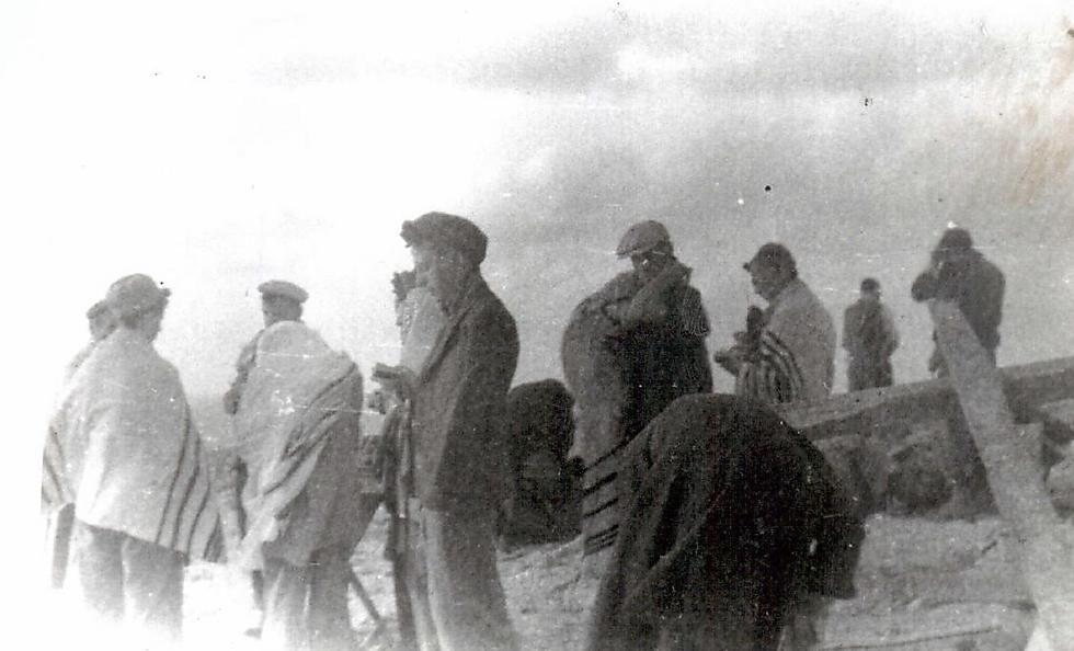 תמונות משם: פרקש זוכר בבהירות את התפילות המרגשות של יום כיפור שבהן השתתפו כל הניצולים ()