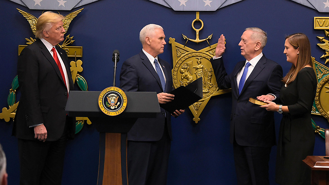 Trump, Pence swear in Mattis (Photo: AFP)