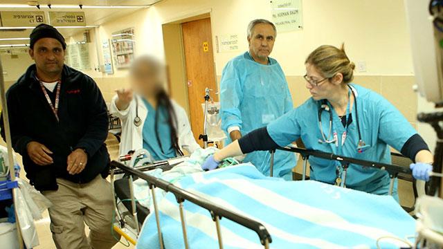 """הילד הפצוע הוטס במסוק לרמב""""ם (צילום: אלעד גרשגורן) (צילום: אלעד גרשגורן)"""