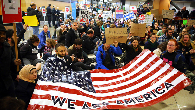 A protest against Trump's Muslim ban at Seattle International Airport (Photo: AP)