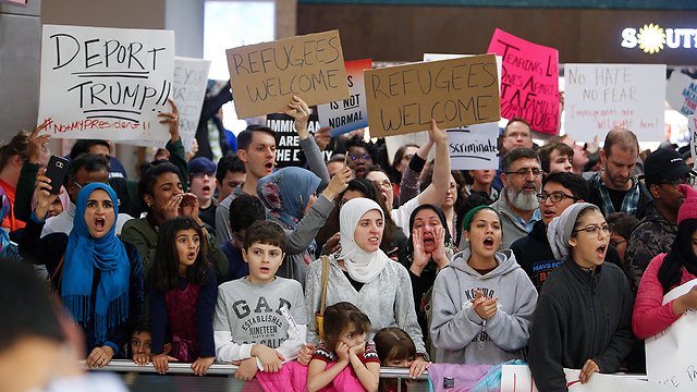 Protests against Trump's immigration ban in Dallas (Photo: AFP)