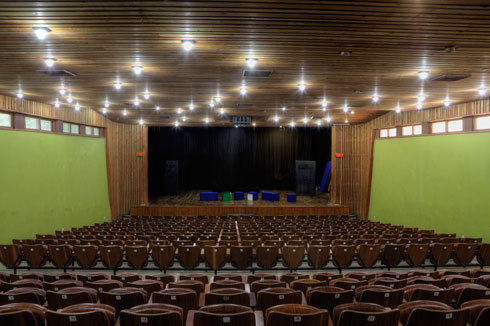 אולם המופעים בקיבוץ המעפיל (צילום: עמרי טלמור)