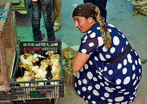 אישה בשוק בבאקו | צילום: adam jones/flickr