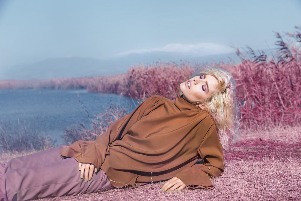חולצה, לילך אלגרבלי; מכנסיים, רנואר (צילום: אביב אברמוב)