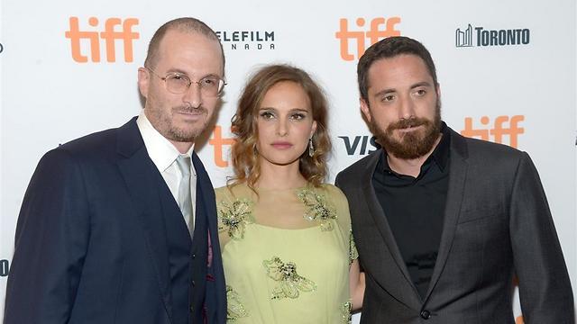 פורטמן עם הבמאי פאבלו לראין והמפיק דארן ארונופסקי (צילום: GettyImages)