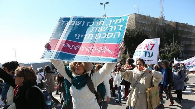 הפגנת תמיכה בחוק ההסדרה מול הכנסת, הבוקר (צילום: דוד מיכאל כהן, TPS) (צילום: דוד מיכאל כהן, TPS)