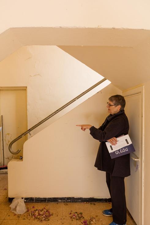 חדרי מדרגות מוקפדים נמצאים בבניינים שונים בשכונה (צילום: אינסה ביננבאום)