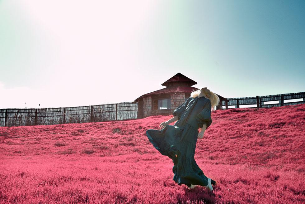 שמלה, לילך אלגרבלי; נעליים, טו גו (צילום: אביב אברמוב)