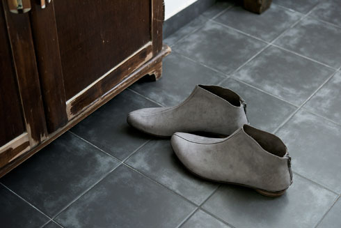 Walk. הנחה של 30 אחוז על זוג בודד או 1+1 על כל הנעליים והתיקים בחנות (צילום: איה וינד)